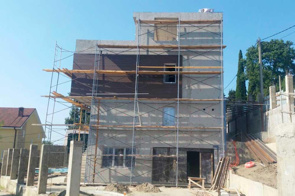 Работы на фасаде здания